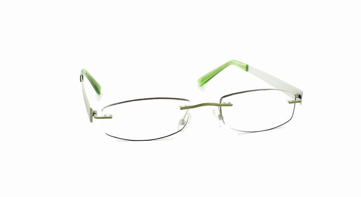 """Mal ganz Anders - randlose Brillen sind immer gern gesehen. Die Brille """"Anders"""" als Herrenbrille und Damenbrille bei brillen.de"""
