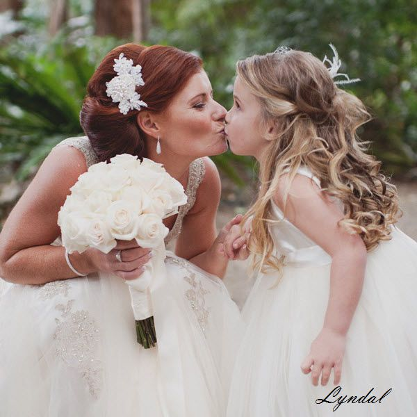 Lyndal looks Just Beautiful on her Wedding day!!