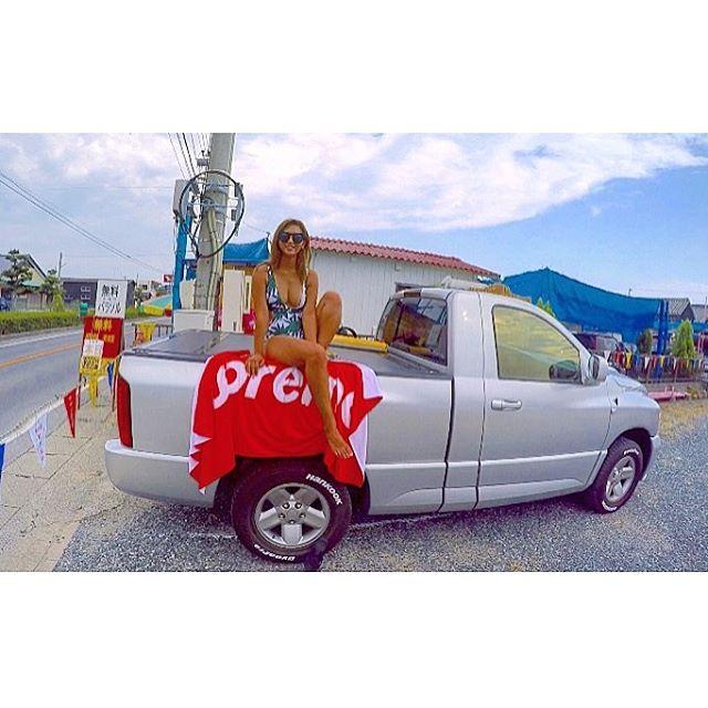 【____hiroko.t】さんのInstagramをピンしています。 《♡ たのしかった🌴💕 #海#内海#海水浴#お盆#かめちゃん#ラム#夏 #summer#love#sea#supreme#beachtowel#ram#beachwear#monokini#bikini#truck#l4l#happy#gopro》