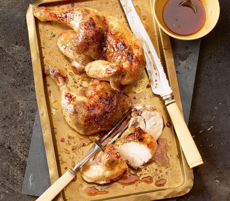 Besonders gut gelingt dieses Ofenpoulet mit einem richtig fleischigen Huhn vom Bauern.