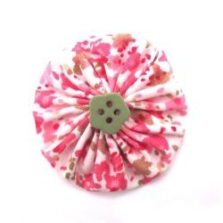 How to make a simple fabric flower yoyo in less than 5 minutes!