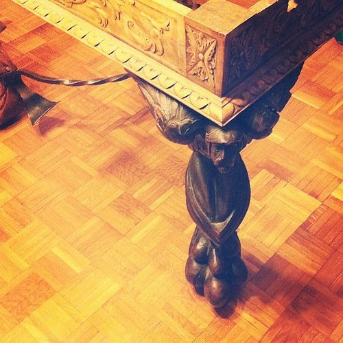 Sosteniendo su mundo #table #angel