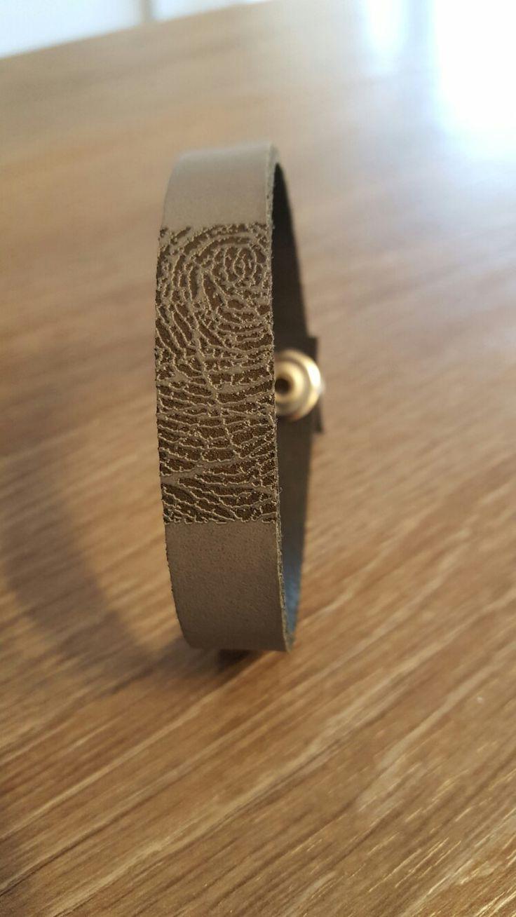 leren armband met vingerafdruk www.gedenkenschenk.nl