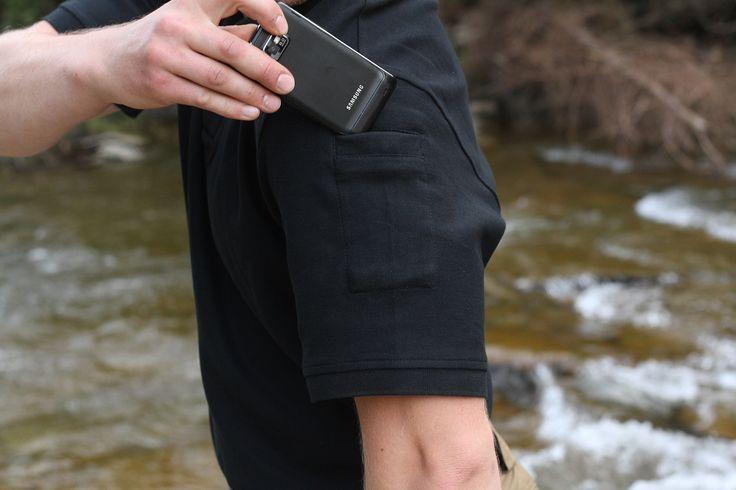 Tričko Polo DEFENDER má na ľavom rukáve malé vrecko. http://www.armyoriginal.sk/1731/127751/tricko-polo-defender-cierne-helikon.html