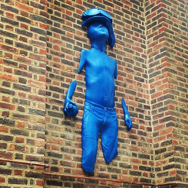 #surreystreetmarket #croydon #ilovecroydon #blueman #boysoldier #schoony #streetart #ilovelondon #brick #london #urbansculpture #antiwarprotest #art