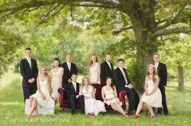 Love the seating arrangement, maybe we could do this for our formal family photos?