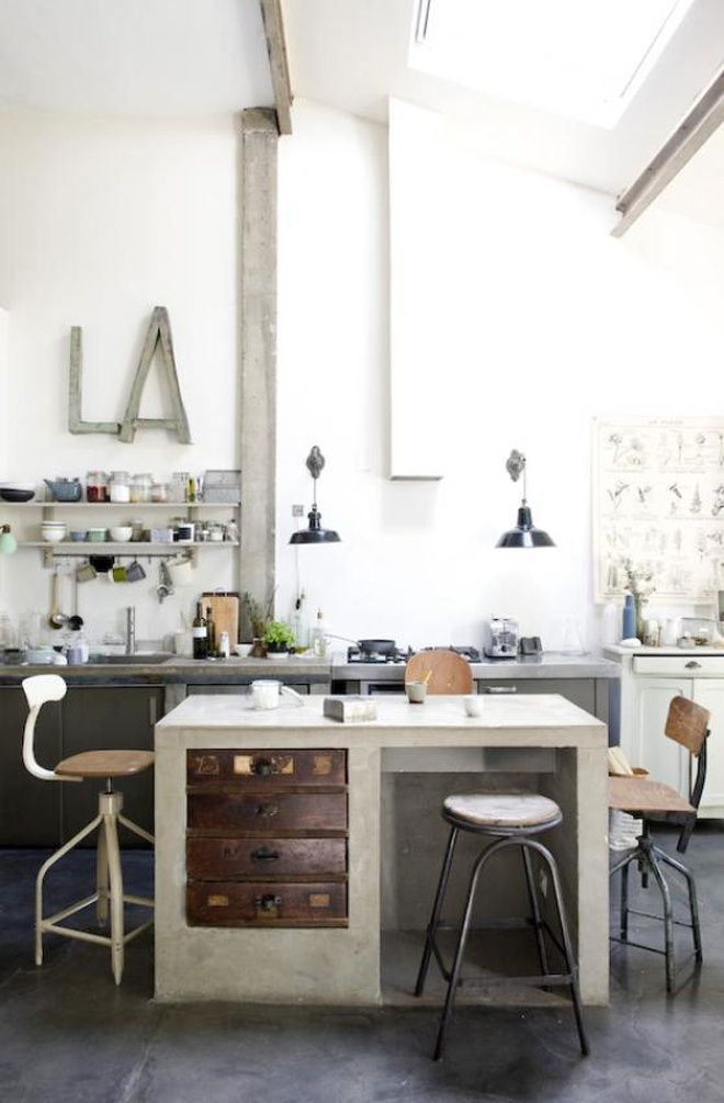 Industrial Design in a Factory-Like Apartment | http://www.designrulz.com/spaces-for-living/living-product-design/2011/11/industrial-design-in-a-factory-like-apartment/