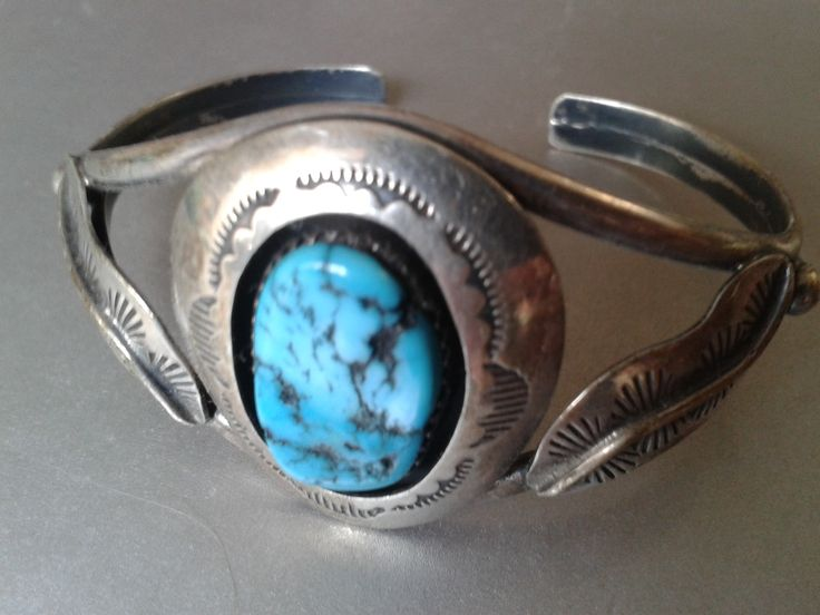 Silver cuff bracelet w. big turquoise & feather details