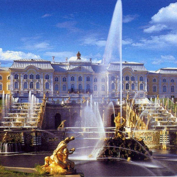 fountains at Peterhof Palace (St. Petersburg, Russia)