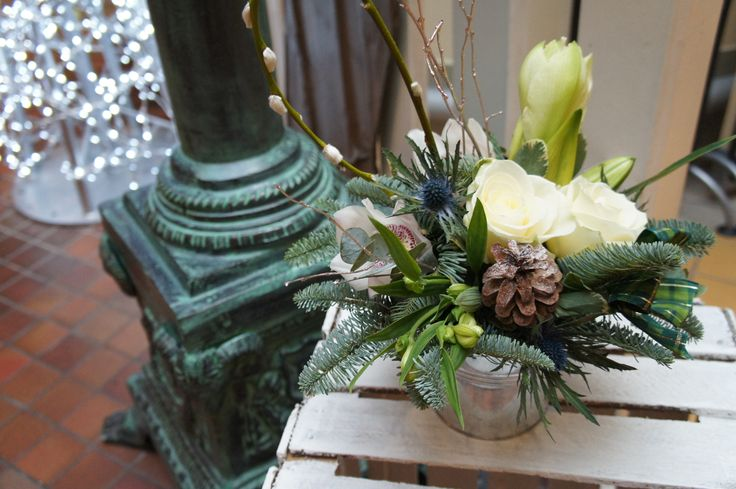 Frosty winter tin of pure elegant flowers