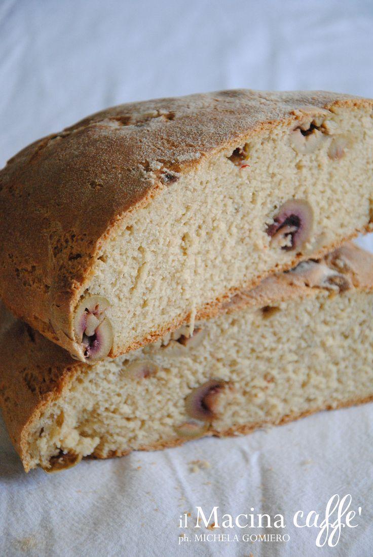 Pane di grano duro con olive verdi - Wheat bread with green olives