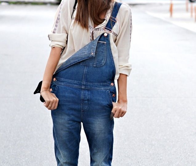 how to wear overalls jeans