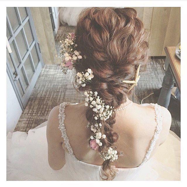 結婚式を迎える花嫁にぴったりなブライダルヘアアレンジを紹介します。あなたのウエディングをもっと素敵にするヘアアが沢山!また、MERYのヘアアレンジインスタグラムアカウント(@mery_hair_arrange)では、おすすめヘアアレンジを毎日紹介中。お気に入りのヘアアレンジを見つけて是非フォローしてみてくださいね。