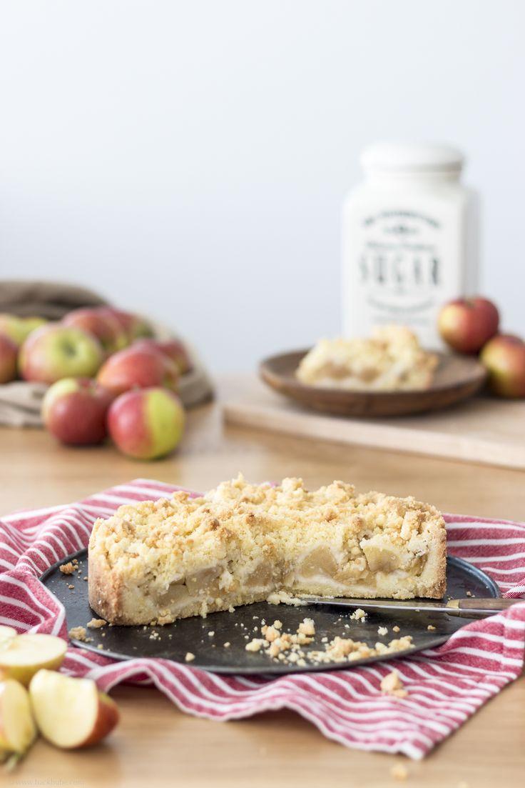 Der einfachste Apfelkuchen der Welt - mit knusprigen Streuseln / the world's easiest apple cake - with crunchy streusels / www.backbube.com - Foodblog