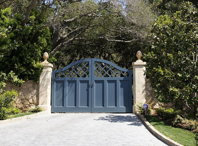25 Best Ideas About Wooden Driveway Gates On Pinterest