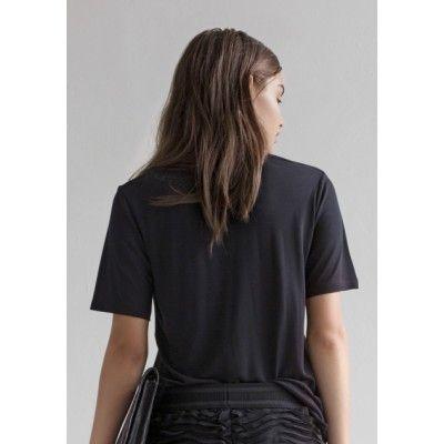 Rodebjer - The T-Shirt Black - Kotyr.com