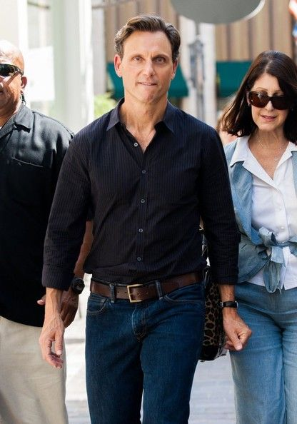 Tony Goldwyn Photos - Zhang Ziyi Visits the 'Extra' Set - Zimbio