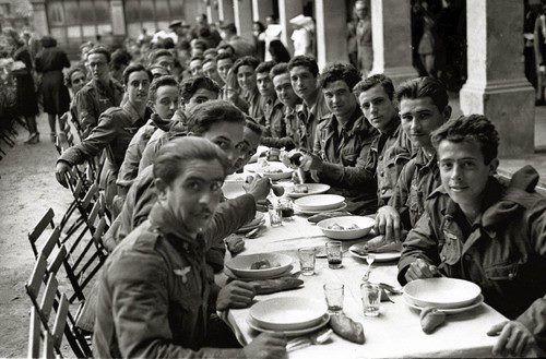 Soldados de la Division Azul en una comida antes de partir 1942alcantara.forogratis.es - Ver Tema - La 250ª Division Azul