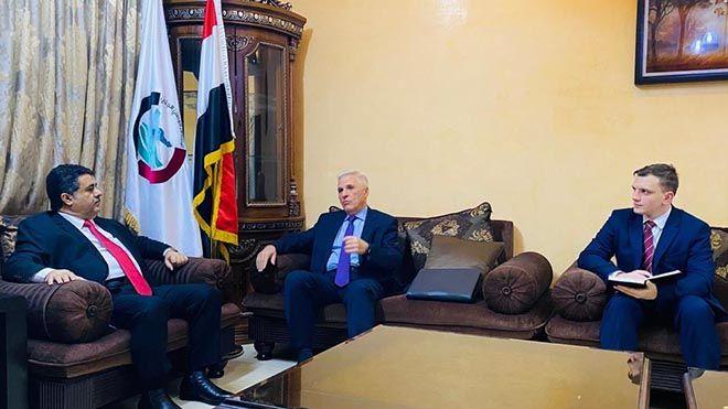 رئيس الائتلاف الجنوبي يلتقي السفير الروسي لدى اليمن ناقش الشيخ أحمد صالح العيسي أحمد العيسي الائتلاف الجنوبي روسيا Www Alayyam Info Scenes Talk Show Shows