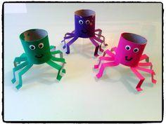 araignées en rouleaux de papier toilette, bricolage halloween, enfant