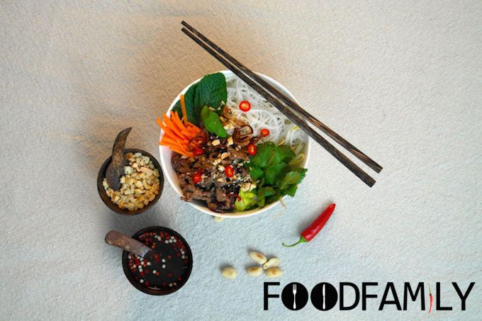 "Vietnamese ricenoodle salad ""Bun Bo Xao Sa"" - www.FoodFamily.net"