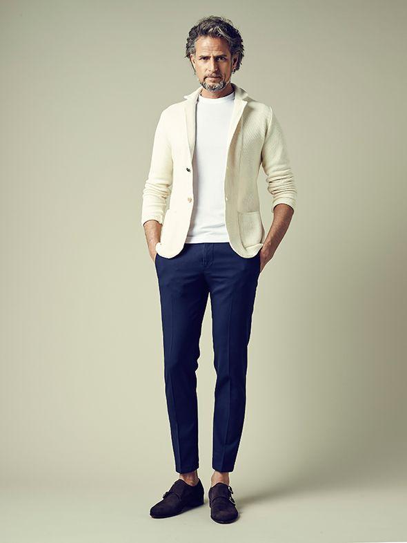 初秋には、白のジャケットが大活躍。白で暑苦しさを緩和しつつジャケットで秋っぽさを。