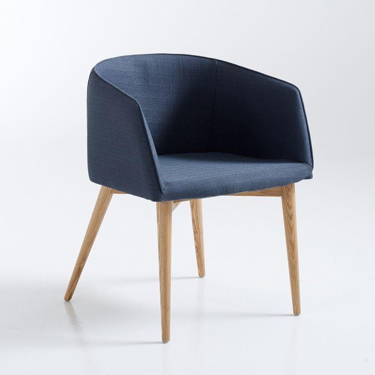 Le fauteuil de table Clancy. Enveloppant et confortable !Caractéristiques : - Structure en acier et contreplaqué, piètement en chêne massif, vernis nitrocellulosique.- Revêtement 100% polyester. - Garnissage assise mousse polyuréthane 25 kg/m3, dos et accoudoirs mousse polyuréthane 20 kg/m3. Dimensions : - L56 x H72 x P55 cm. - Assise : L44 x H45 x P46 cm. - Hauteur avec accoudoirs : 65 cm