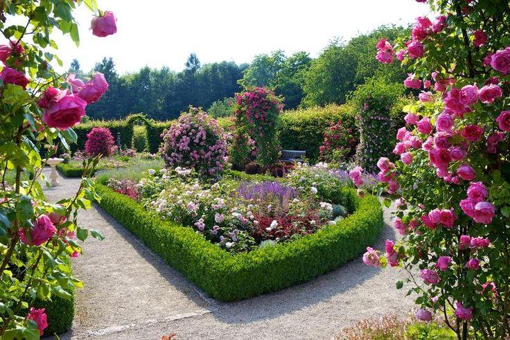 Garten der Sinne bei Merzig im Saarland. Weitere schöne Orte in der nähe: Perl, Sehndorf etc