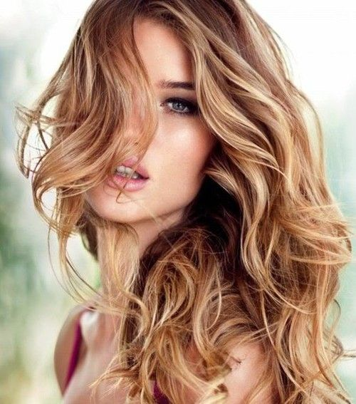golden foils through a dark blonde base comes alive with this bouncy summer wave style.
