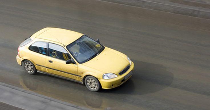 Cómo aprender a conducir en una semana. Aprobar tu examen de conducir estatal te permite operar un vehículo de motor con libertad, que es un momento de orgullo y una buena sensación para la mayoría de la gente. Tomar un curso de manejo intensivo de una semana de duración no sólo te enseña los fundamentos de la operación de un vehículo de motor, sino que te ayudará a aprender los ...