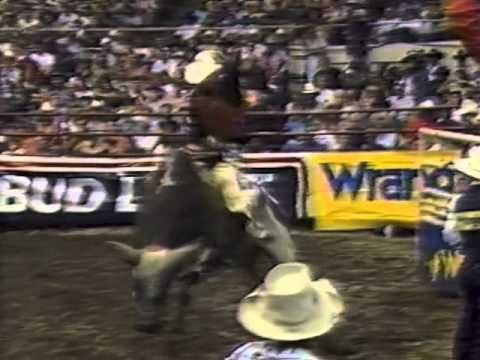 Ty Murray vs Gunslinger - 94 PBR Nashville (93 pts) - YouTube
