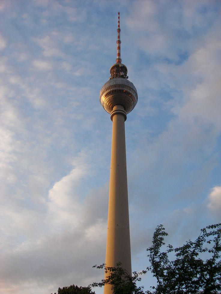 Que imponente la Torre de Televisión de #Berlin - #Alemania #Fernsehturm :)