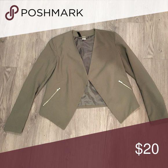 Olive green blazer Olive green blazer with silver zipper pockets. Size 4 Jackets & Coats Blazers