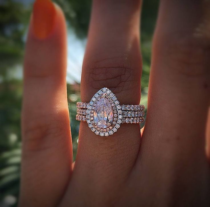 Rose gold engagement rings too good to ignore - you have to see them all!