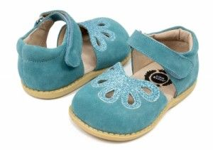 Lucie's List reviews the best baby walking shoes. Learn about toddler shoes from Stride Rite, Pediped and more.