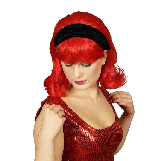 Grease pruik rood  Jaren 60 pruik rood met pruik inclusief haarband. Ideaal voor u thema feestje uit de jaren 60. Ook voor een rock en roll of grease avond zeer geschikt.  EUR 9.95  Meer informatie