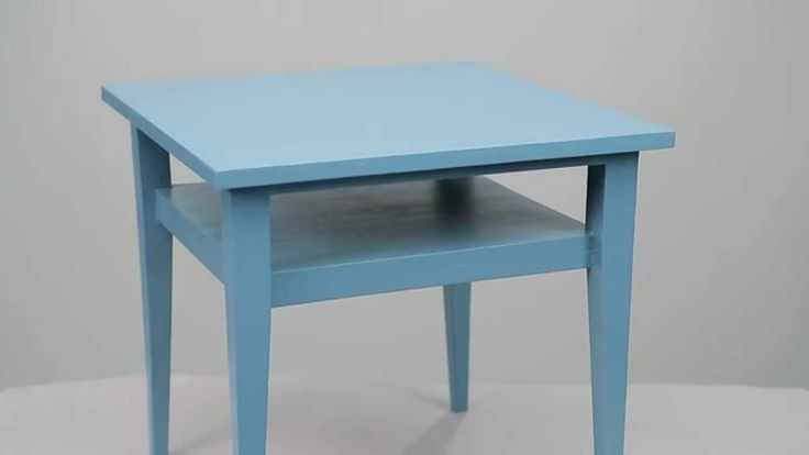 Katso Tikkurilan Maalilinjan asiantuntijan vinkit huonekalun maalaamiseen. Videossa maalataan pieni pöytä Helmi kalustemaalilla.
