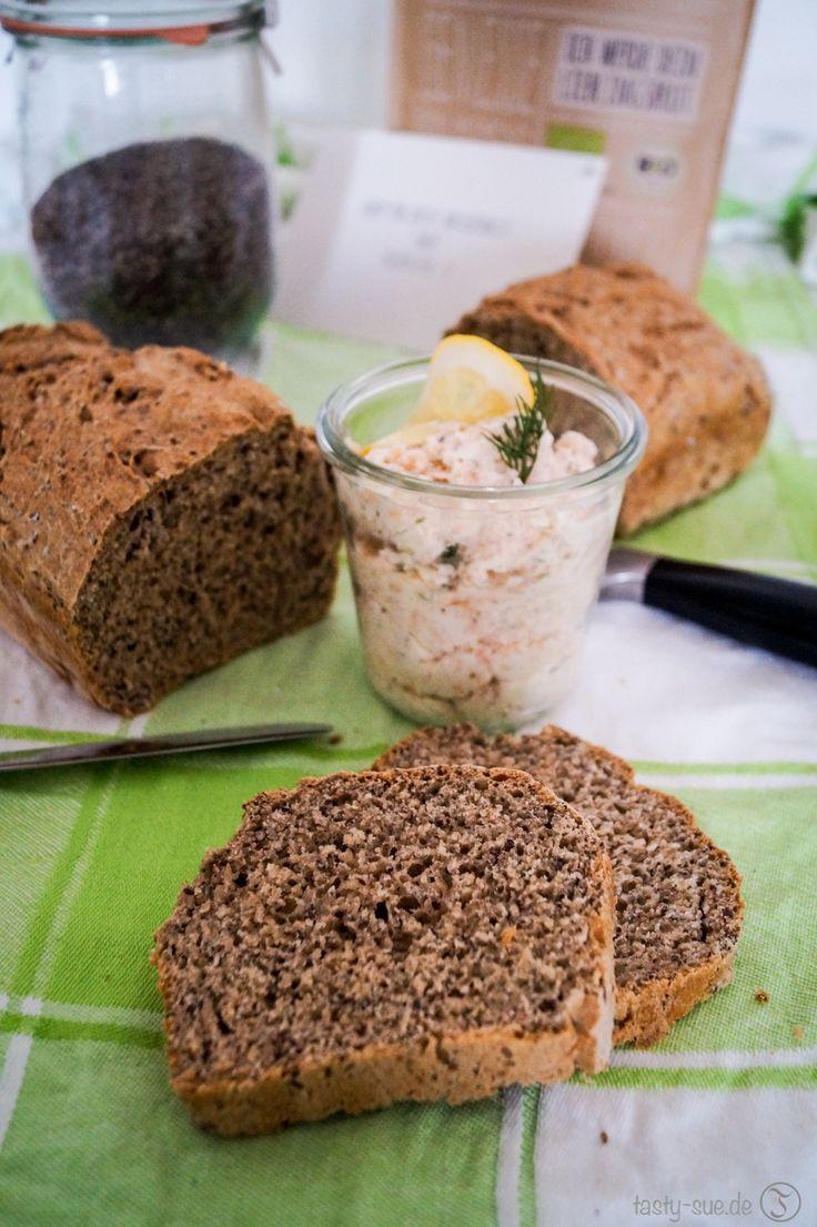Selbstgebackenes Chia Brot mit feiner Räucherlachsmousse