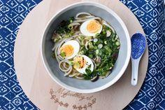 Ramen soep is op dit moment helemaal hot! Ramen restaurants poppen overal op, maar... je kunt het ook zelf maken met dit heerlijke recept ❤️