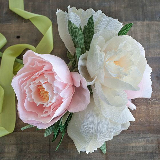 Make these pretty paper Camellias with this printable template and metallic paper. They can be used for summer decor, gift toppers or wedding bouquets.