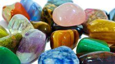 GEMAS PROTECTORAS ¿CÓMO USARLAS? La primera cuestión a analizar en este artículo, es cómo utilizar las piedras para que sean más eficaces. Hay diversas maneras de utilizarlas, según para qué las quieras y/o necesites será mejor usarlas de una manera u otra. Piedras para proteger una habitación: Simplemente colocaremos la piedra en la habitación, sobre …