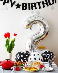 good afternoon!  2016.2.7  娘2歳の誕生日party  キッシュ2種 ル・クルーゼでグラタン 色とりどりのサラダ イチゴ などなど用意しました。 あんまし作れなかった  あとは、ばぁばが持ってくるケーキを待つばかり…✨ 娘は昼寝からなかなか目が覚めず。 お腹ペコペコ。  #誕生日#誕生日パーティー#誕生会#誕生会準備#2歳誕生日#娘2歳#ルクルーゼ#グラタン#キッシュ#グリーンサラダ#ブラパラ#アラビア#ARABIA#イッタラ#iittalaflora#iittala#チューリップ#カラー##セリア
