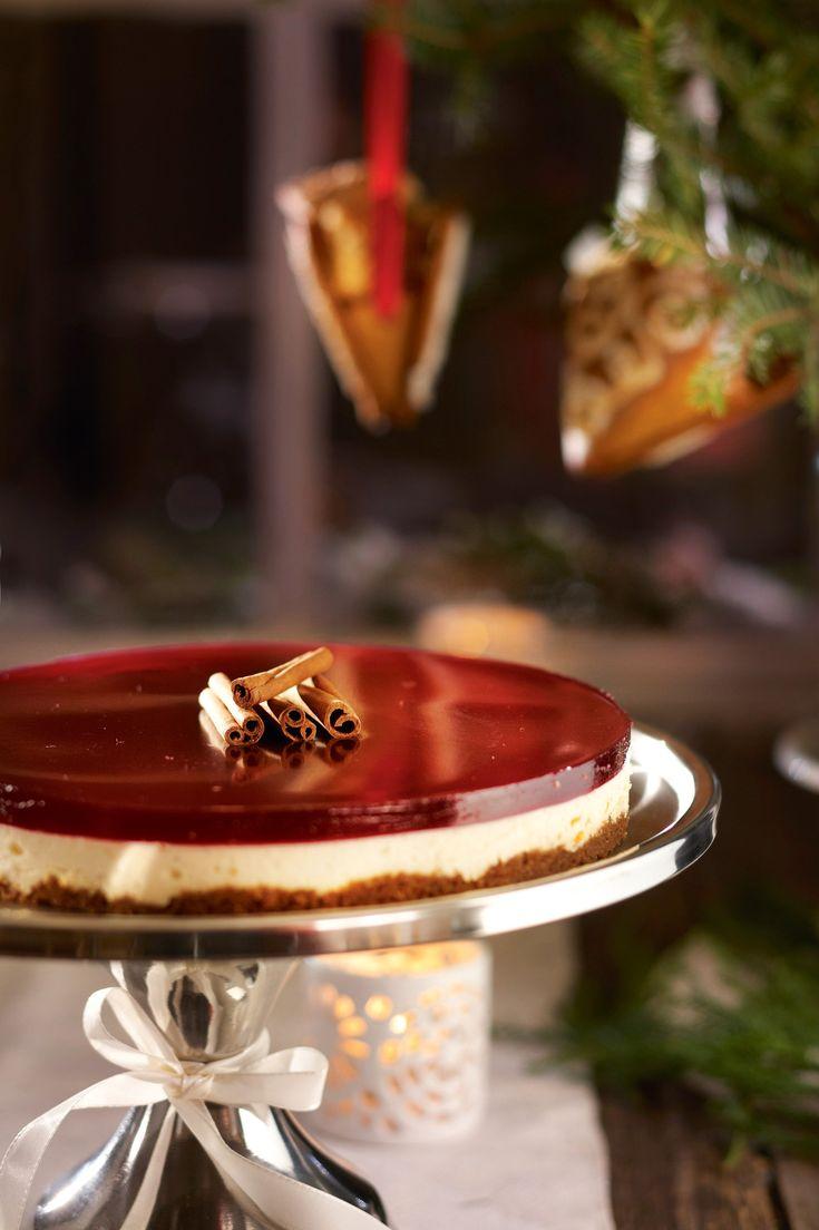 Mausteinen glögijuustokakku on joulun kahvipöydän upea tarjottava ja se maistuu ihanasti joululta.