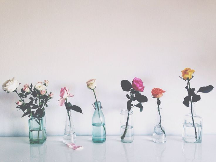roses and flowers in glass bottles mix and match vases recycled bottles - floral arrangements photo&art: Klara Morante