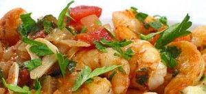 Stap voor stap recept voor scampi's diabolique saus te maken en garnalen te bakken