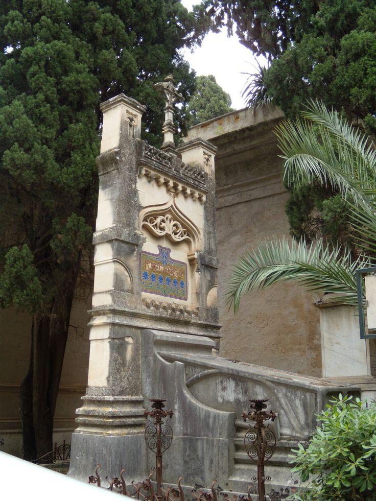 Tomba raccuglia opera dell architetto ernesto basile realizzata nel 1899 cimitero di sant - Architetto palermo ...