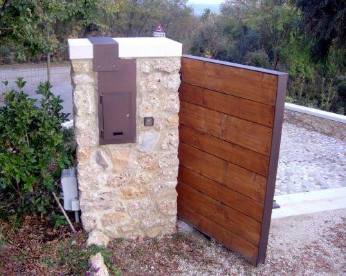 Pi di 25 fantastiche idee su cancelli da giardino in - Cancelli in legno per giardino ...