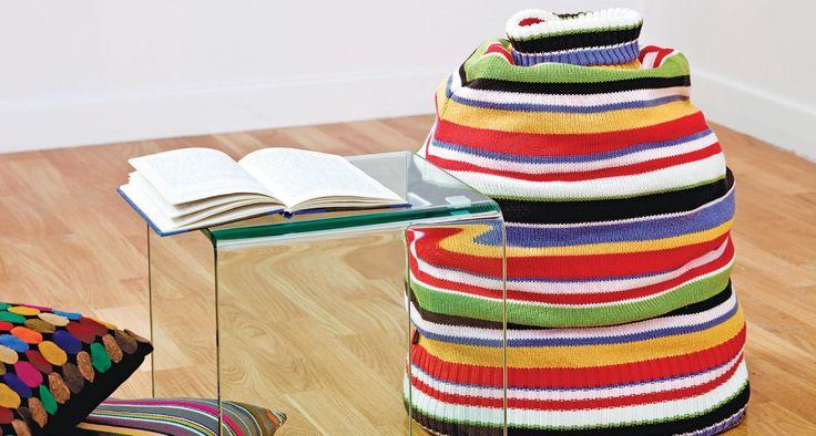 Nie wyrzucaj starego, zniszczonego swetra. Możesz z niego stworzyć kolorowy puf, który wzbudzi szczery zachwyt. Zobacz, jak go zrobić krok po kroku