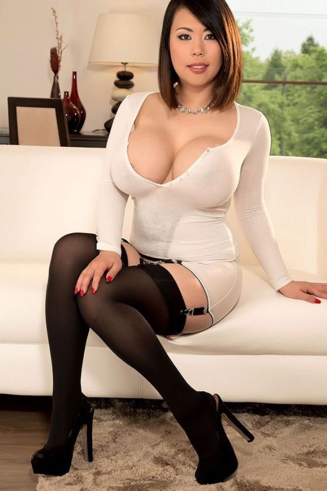 Mommas big tits pantyhose