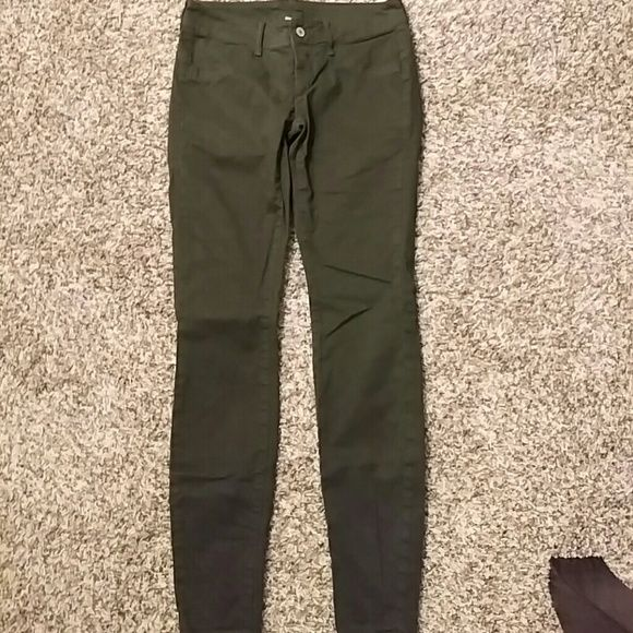 """London Jean skinny pants Army green London Jean skinny pants. Low rise with 3% elastane to give a little stretch. Super cute, unfortunately they no longer fit me. Gently worn, but in good condition. The tag reads 2 short, but I am 5'5"""" and they uses to fit me perfectly so fits as a 2 regular. London Jean   Pants Skinny"""